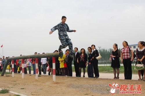 师节来临 西关街小学组织教师赴军营体验官兵生活图片