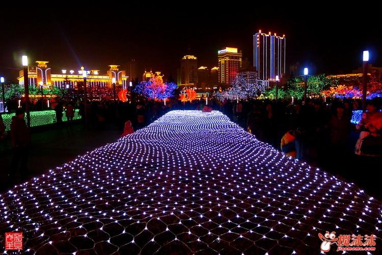 西宁市中心广场夜景图片